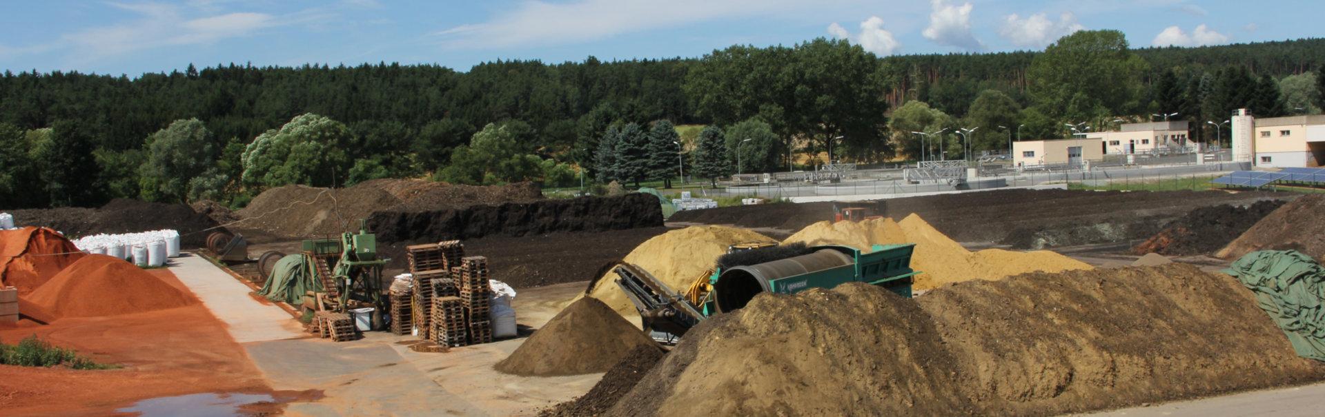 Übersicht über die einen Teil der Anlage der Firma Sonnenerde (Ziegelsplitt-Produktion, Erdenherstellung)