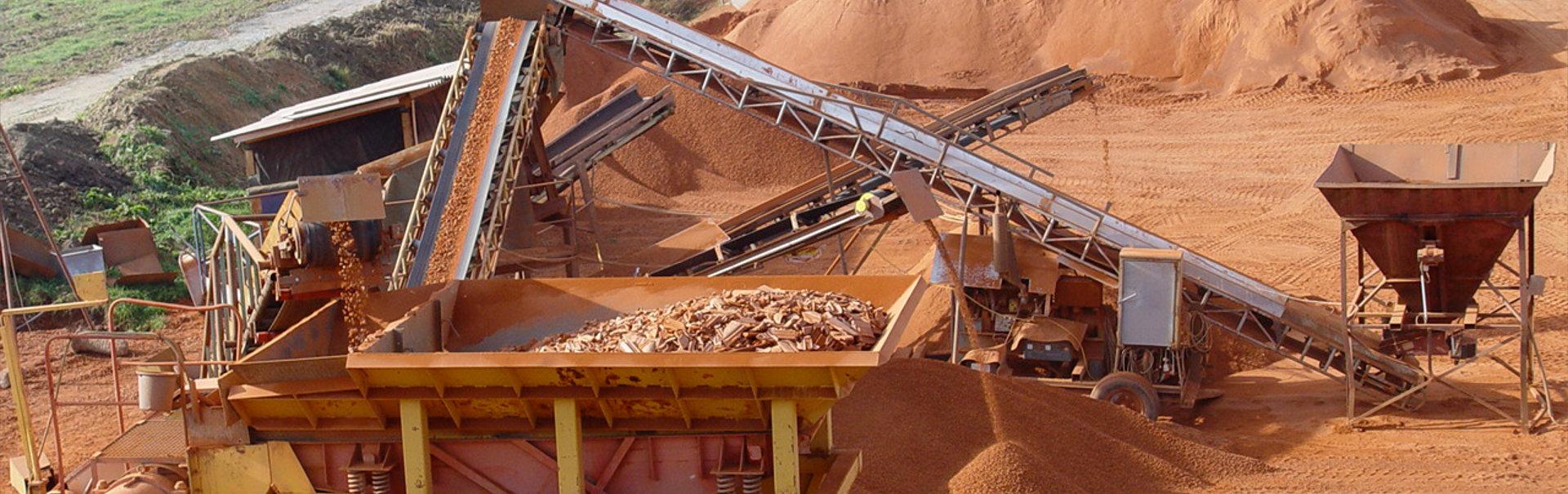 Übersicht über die Ziegelsplitt-Produktionsanlage bei Sonnenerde, Tonziegel