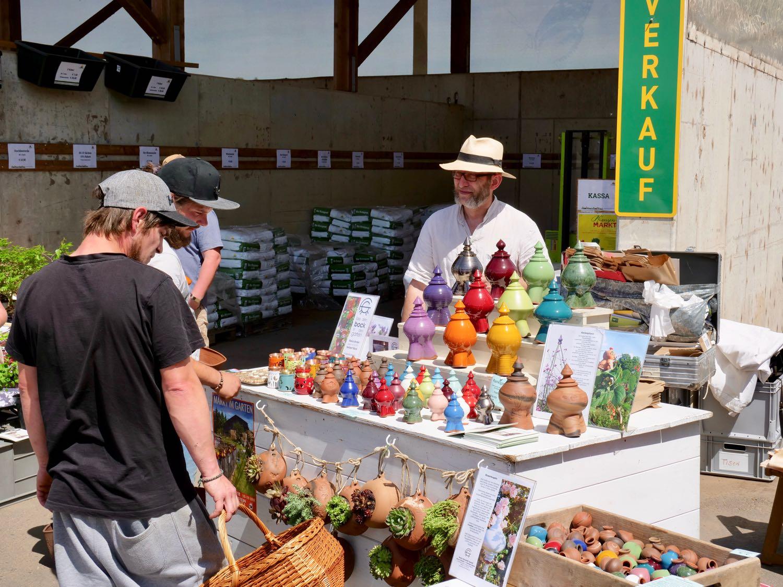 Aussteller des Pflanzenmarktes beim Tag der offenen Tür
