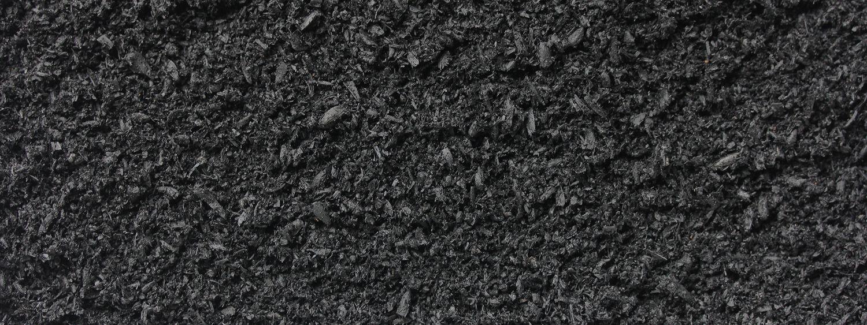Pflanzenkohle von Sonnenerde, Detailfoto von der Pflanzenkohle